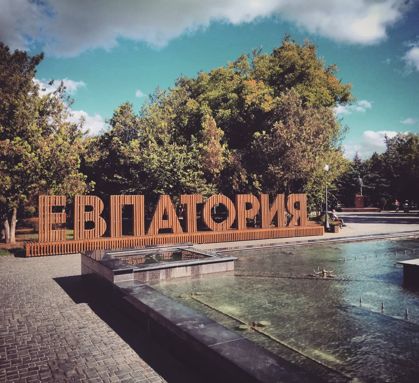 Главная лавочка Евпатории. Концепция и воплощение Алексея Комова